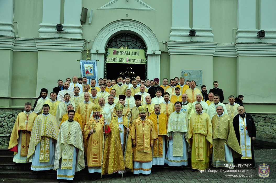 http://www.dds.edu.ua/images/stories/liturgia_20_rokiv_2016%20121.jpg